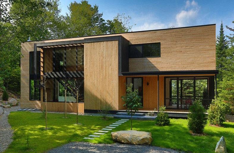 Casa de madera en medio del bosque
