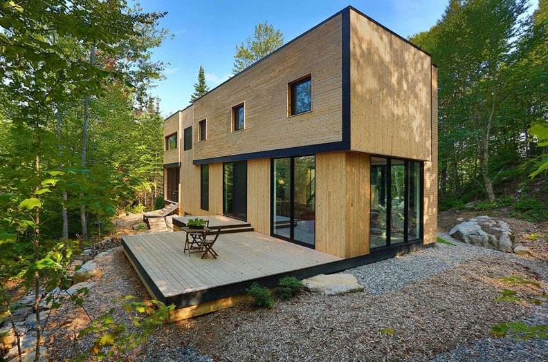 Casa de madera rodeado de arboles