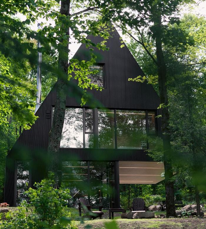 Bellisima casa moderna rodeado por el bosque
