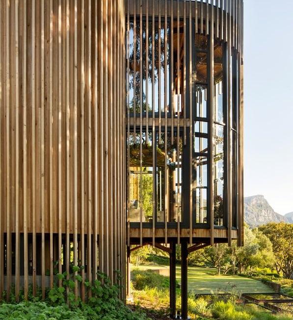 Preciosa Casa De Madera De Forma Cilíndrica